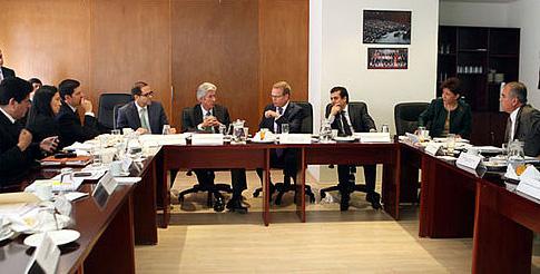 El secretario de Comunicaciones y Transportes, Gerardo Ruiz Esparza, se reúne con un segundo grupo de diputados