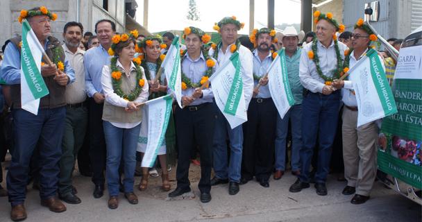 El director en jefe del SENASICA, Enrique Sánchez Cruz, junto con autoridades y productores de Hidalgo, dio el banderazo de salida en el Centro de Acopio de Granada
