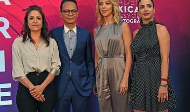Ernesto Contreras y Lucía Gajá, de la AMACC, presentaron a los nominados con el apoyo de Fernanda Castillo y Verónica Toussaint.