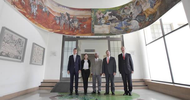 El secretario Enrique Martínez y Martínez y el Premio Mundial de Alimentación 2014, Sanjaya Rajaram.
