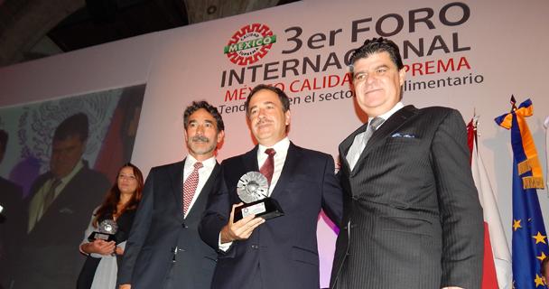 El coordinador general de Ganadería, Francisco Gurría Treviño, encabezó la IX Entrega de Reconocimientos México Calidad Suprema.