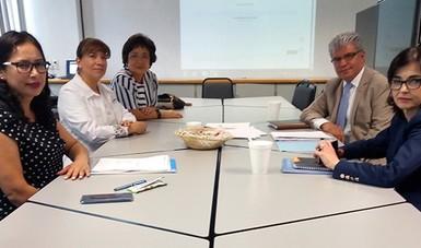 Miembros del Comité de Ética durante la primera sesión.