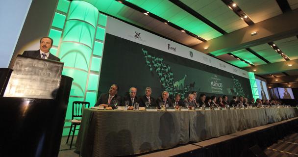 El titular de la SAGARPA, Enrique Martínez y Martínez, encabezó la conmemoración del Día del Médico Veterinario Zootecnista.