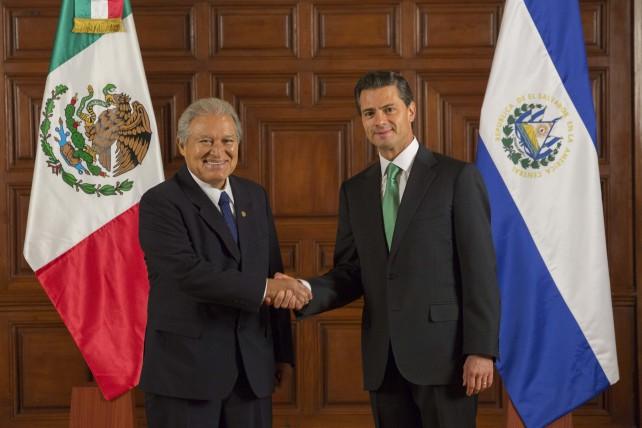 Ambos mandatarios atestiguaron la firma de distintos documentos que permitirán ampliar y fortalecer la cooperación entre los dos países.
