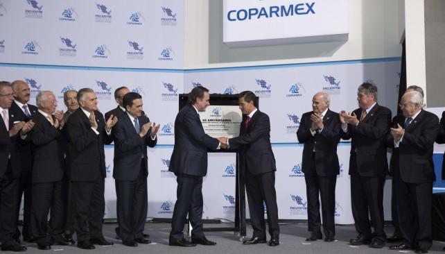 """El Presidente de la República, Enrique Peña Nieto, afirmó que hay distintos indicadores que """"confirman que vamos en la dirección correcta y nos impulsan a seguir adelante""""."""