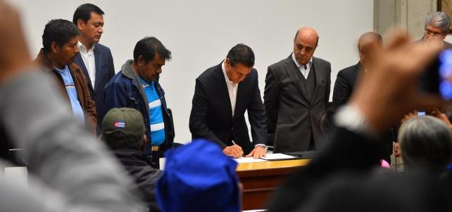 El Presidente de la República, Enrique Peña Nieto, recibió hoy en la Residencia Oficial de Los Pinos a padres de familia y familiares de los jóvenes estudiantes de la Escuela Normal de Ayotzinapa.