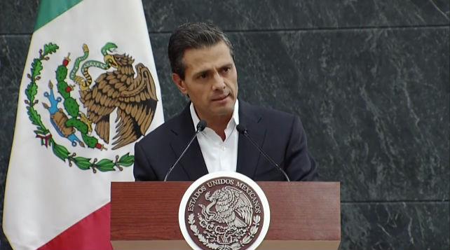 Durante más de cinco horas, el Presidente de la República dialogó con los familiares de los alumnos de la Normal de Ayotzinapa.