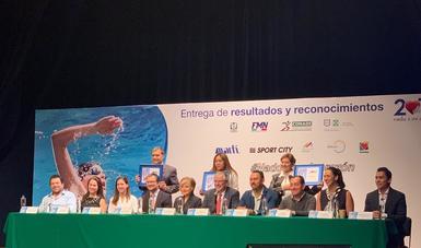 El evento con causa reunió a 114 mil 703 nadadores de las 32 entidades, quienes recorrieron un kilómetro a beneficio de niños con problemas del corazón.