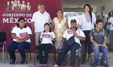 Jóvenes de Campeche reciben becas