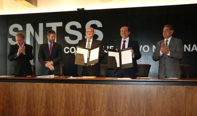 Firman CONDUSEF y el SNTSS convenio de colaboración en materia de educación financiera