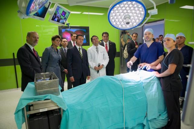 El Presidente de la República inauguró la nueva Torre de Hospitalización del Instituto Nacional de Cancerología.