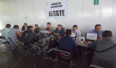 Orienta el ISSSTE a la Policia Federal sobre prestaciones en módulo de información del Centro de Mando de Iztapalapa.