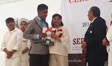 Ceremonia de graduación en Universidad Intercultural de Puebla.