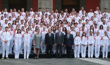 Abandera el presidente de México, Andrés Manuel López Obrador, a la delegación mexicana rumbo a los Juegos Panamericanos Lima 2019.