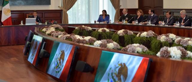 En la reunión estuvieron presentes los miembros del Gabinete Legal y Ampliado.