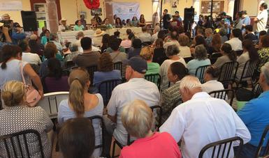 Víctor M. Toledo, encabezó un foro de expresión con la participación de más de 300 pobladores.