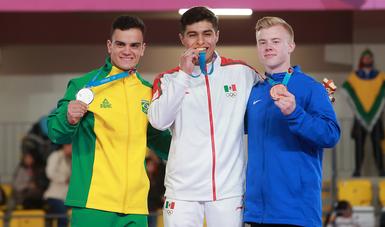 En su primera cita continental se colgó la medalla áurea en la final de barras paralelas.