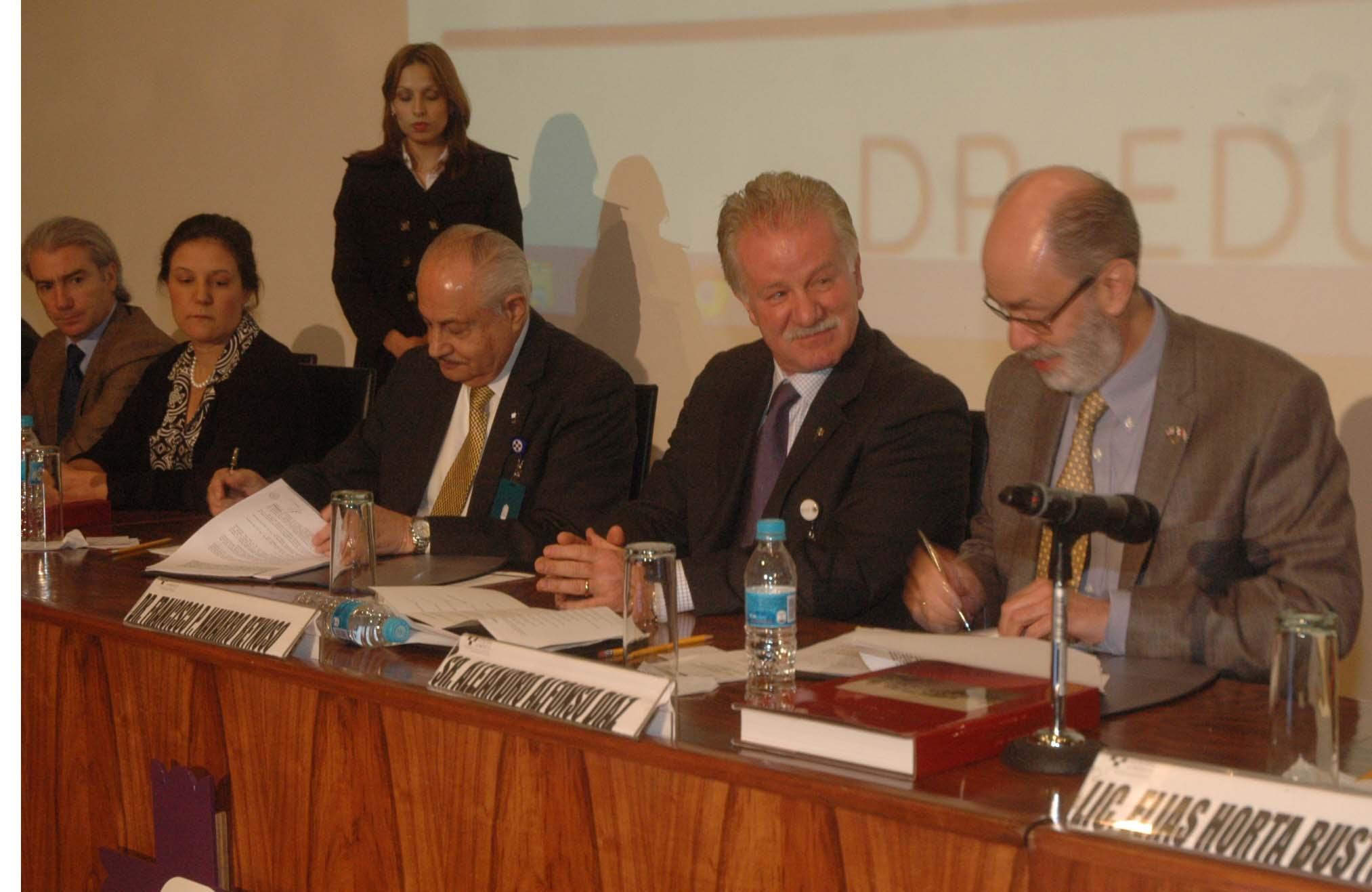 Firma de convenio con el Centro Médico ABC y la Fundación Kardias A.C.