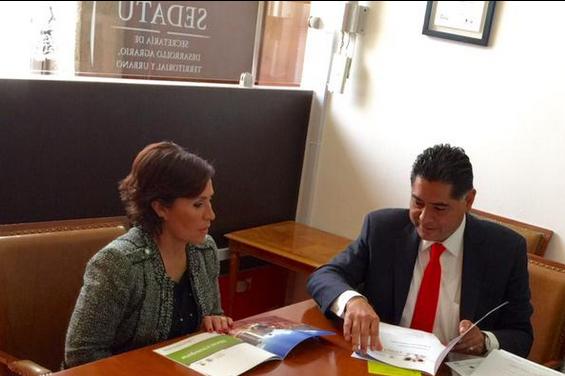 En la foto, la secretaria de Desarrollo Agrario, Territorial y Urbano, Rosario Robles Berlanga, y el gobernador de Durango, Jorge Herrera Caldera.