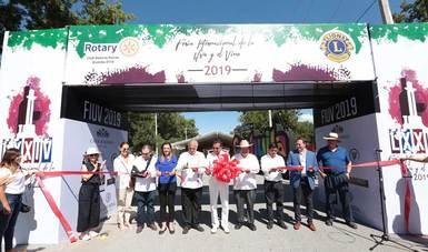 El Secretario de Turismo, Miguel Torruco Marqués inauguró la Feria Internacional de la Uva y el Vino en parras,Coahuila.