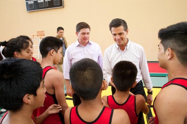 """El Presidente Enrique Peña Nieto inauguró el el Macrocentro Cultural y Deportivo """"San Bernabé""""."""