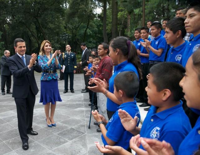 """El Presidente Peña Nieto aseguró que con este proyecto de ley """"México cumple un compromiso ético con sus niñas, niños y adolescentes""""."""