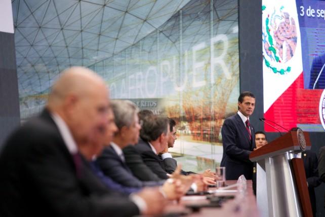 """El Presidente Peña Nieto puntualizó que el nuevo aeropuerto """"se construirá dentro de 4 mil 430 hectáreas de propiedad federal que ya se tienen en la región oriente del Valle de México""""."""
