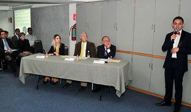 Dr. Onofre Muñoz Hernández, Dr. Miguel Ángel Lezana Fernández  y los pasantes  Beatriz Elena Rangel Sánchez, José Ortegon González