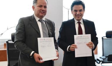 El director general del IMSS, Maestro Zoé Robledo, y el titular de la Unidad de Inteligencia Financiera, Santiago Nieto Castillo, signaron el documento.
