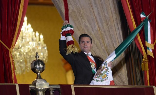 Desde el Balcón Central del Palacio Nacional, el Presidente Peña Nieto rindió homenaje a los héroes que nos dieron Patria y Libertad