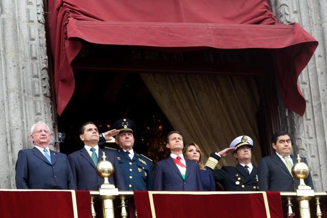 El Presidente de la República, Enrique Peña Nieto, encabezó hoy el Desfile Militar Conmemorativo del 204 Aniversario del Inicio de la Gesta Heroica de la Independencia de México