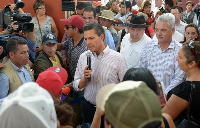 """A los habitantes de Baja California Sur les expresó que """"no están solos"""" y que """"cuentan con el decidido apoyo, respaldo y solidaridad absoluta del Gobierno de la República""""."""