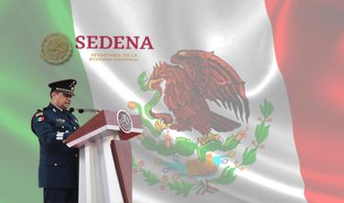 Secretario de la Defensa Nacional y bandera de México.