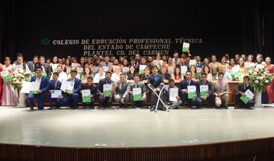 Se gradúan con éxito estudiantes de Campeche