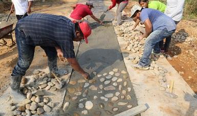 Avanza satisfactoriamente el programa de pavimentación de caminos a cabeceras municipales en Oaxaca