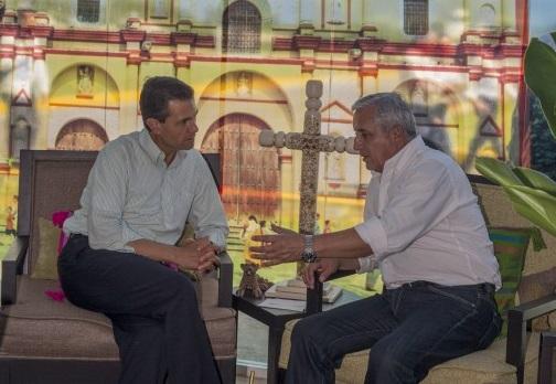En el evento, el Presidente Peña Nieto entregó tarjetas de Trabajador Fronterizo y de Visitantes Regionales a ciudadanos guatemaltecos, con lo que de manera formal dio arranque el Programa Frontera Sur.