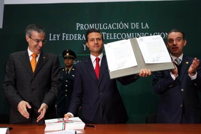El Primer Mandatario promulgó hoy la Ley Federal de Telecomunicaciones y Radiodifusión y la Ley del Sistema Público de Radiodifusión del Estado Mexicano