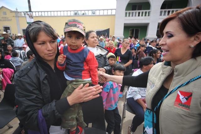 La Secretaria Rosario Robles dialogó con integrantes de clubes y federaciones de migrantes duranguenses.