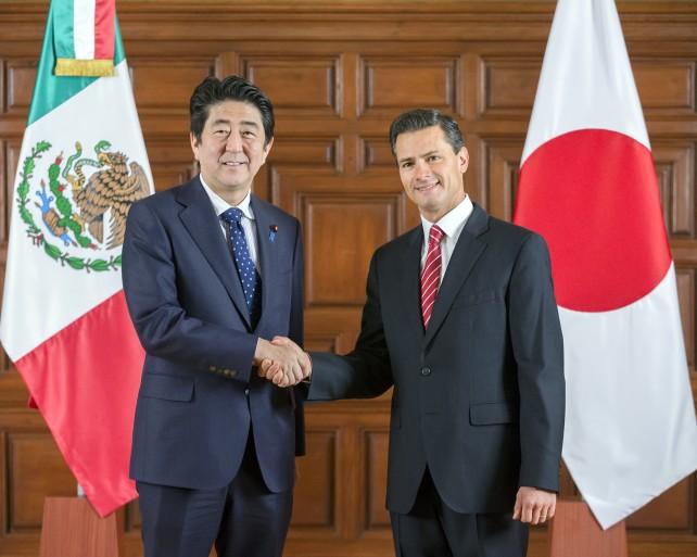 """El Titular del Ejecutivo Federal subrayó su reconocimiento y gratitud """"a la invariable solidaridad que Japón ha tenido para con México en distintos momentos difíciles de su historia."""