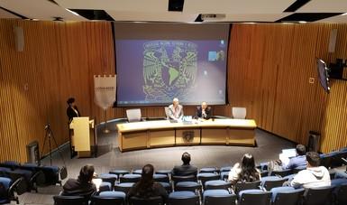 Dr. Onofre Muñoz Hernández, Comisionado Nacional de Arbitraje Médico, el Dr. Julio Cacho Salazar, Jefe de la Subdivisión de Graduados y Educación Continua de la División de estudios de posgrado de Facultad de Medicina.