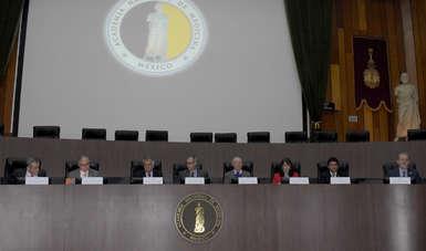 """Ante la ausencia de una política de salud ambiental en México, expertos en la materia sostuvieron la Reunión de Alto Nivel """"Vivir en un Mundo Químico""""."""