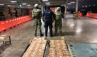 La Secretaría de Marina- Armada de México, en coordinación con la Secretaría de la Defensa Nacional y la Aduana, aseguran cargamento de clorhidrato de cocaína en Lázaro Cárdenas, Michoacán