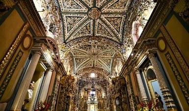 En punto de la 1:14 de la tarde, las más de 30 iglesias que se asientan en el centro histórico del municipio de San Pedro Cholula, en Puebla, tañeron hoy al unísono en memoria de las víctimas del sismo del 19 de septiembre de 2017.