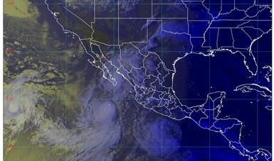 Imagen satelital con filtros de vapor que muestra los fenómenos hidrometeorológicos que se encuentran en territorio nacional. Logotipo de Conagua.