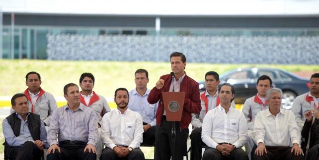 """""""Durante estos meses, el Gobierno de la República ha estado cerca de los padres de las víctimas, no sólo me he reunido personalmente con ellos, también lo han hecho diversas autoridades federales"""": Presidente Enrique Peña Nieto."""