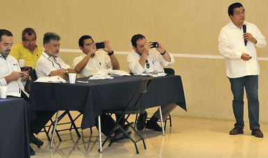 Dr. Fernando Meneses, Director de Investigación de la CONAMED, en la 2da. Reunión de Regionales 2019 de la Asociación Dental Mexicana (ADM) en Mérida.