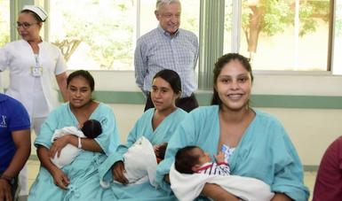 El presidente de México, Andrés Manuel López Obrador, durante su visita al Hospital Rural de Chiautla de Tapia, en Puebla.