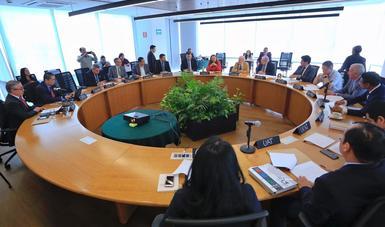 En la reunión estuvieron presentes el Coordinador Ejecutivo de la CAMe, Víctor Hugo Páramo, y los secretarios de medio ambiente de los estados y representantes de las dependencias que integran la Comisión.