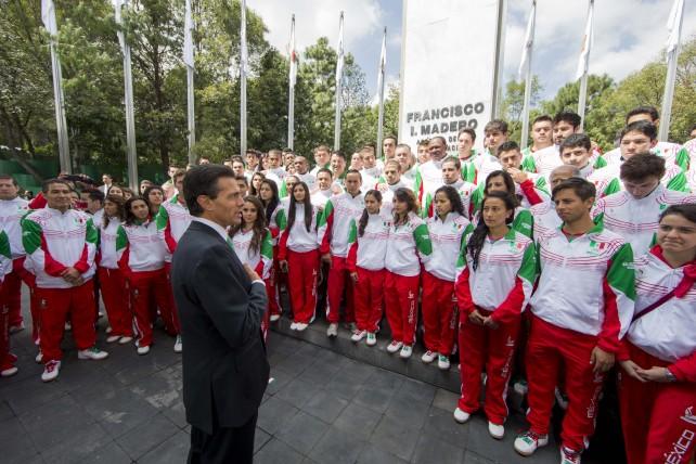 Entrevista que concedió el Presidente de los Estados Unidos Mexicanos, licenciado Enrique Peña Nieto, al término del Abanderamiento de la Delegación Mexicana que participará en los 22 Juegos Centroamericanos y del Caribe, Veracruz 2014.
