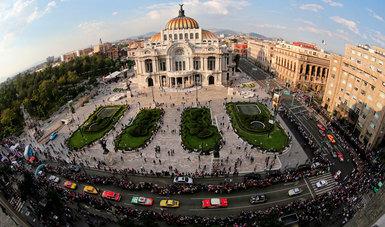 La Carrera Panamericana, que inició ayer partiendo de la ciudad de Oaxaca, llegó  a la Ciudad de México. Alrededor de las 18:00 horas los autos que compiten alcanzaron el Arco de Meta que se colocó enfrente de la Alameda Central.